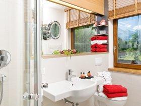 Badezimmer d. Alpin + De Luxe Kat.