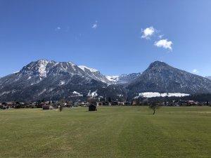 Blick auf Oberstdorf im Frühling