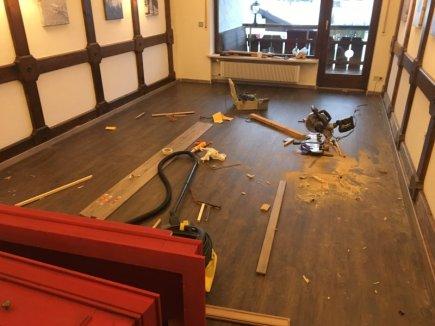 Neuer Boden für den Frühstücksraum