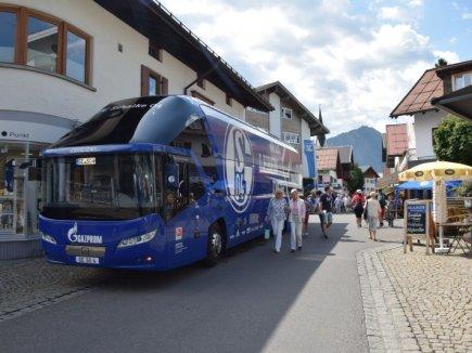Der Mannschaftsbus in Oberstdorf