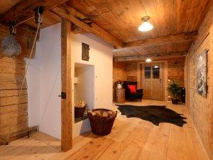 Viel Holz sorgt für eine gemütliche Stimmung im ganzen Ferienhaus