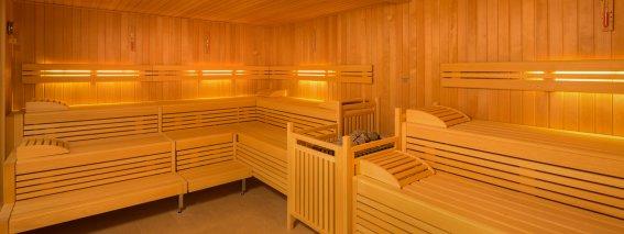 Die große Sauna im hoteleigenen Wellnessbereich