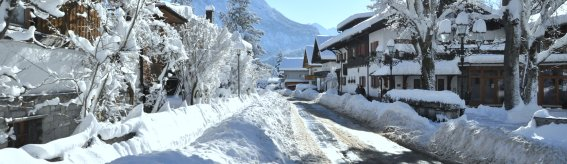 Hotel Außenansicht Winter