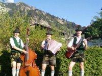 Naglar-Trio