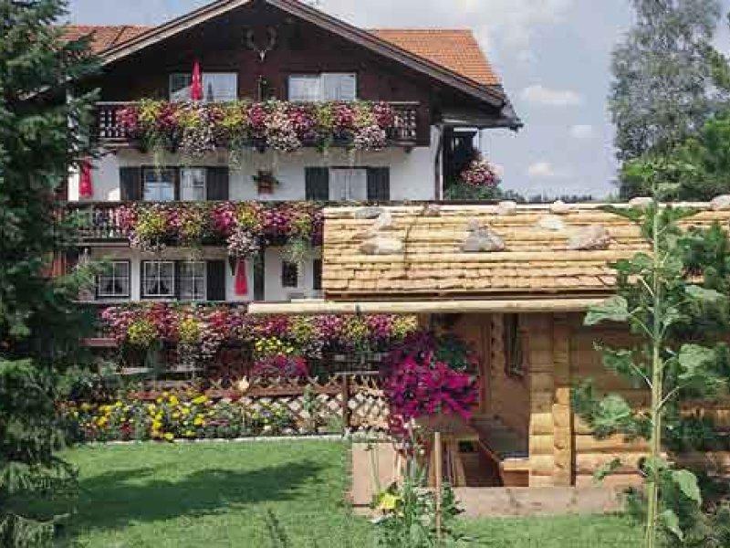 HUBERTUSHOF mit Blockhütte
