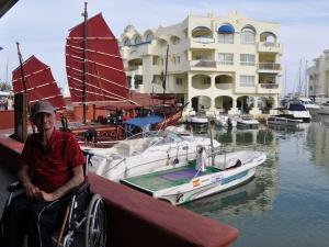 Mit Rollstuhl am Meer