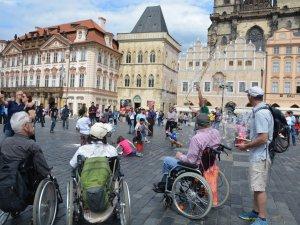 Prag Rollstuhlfahrer