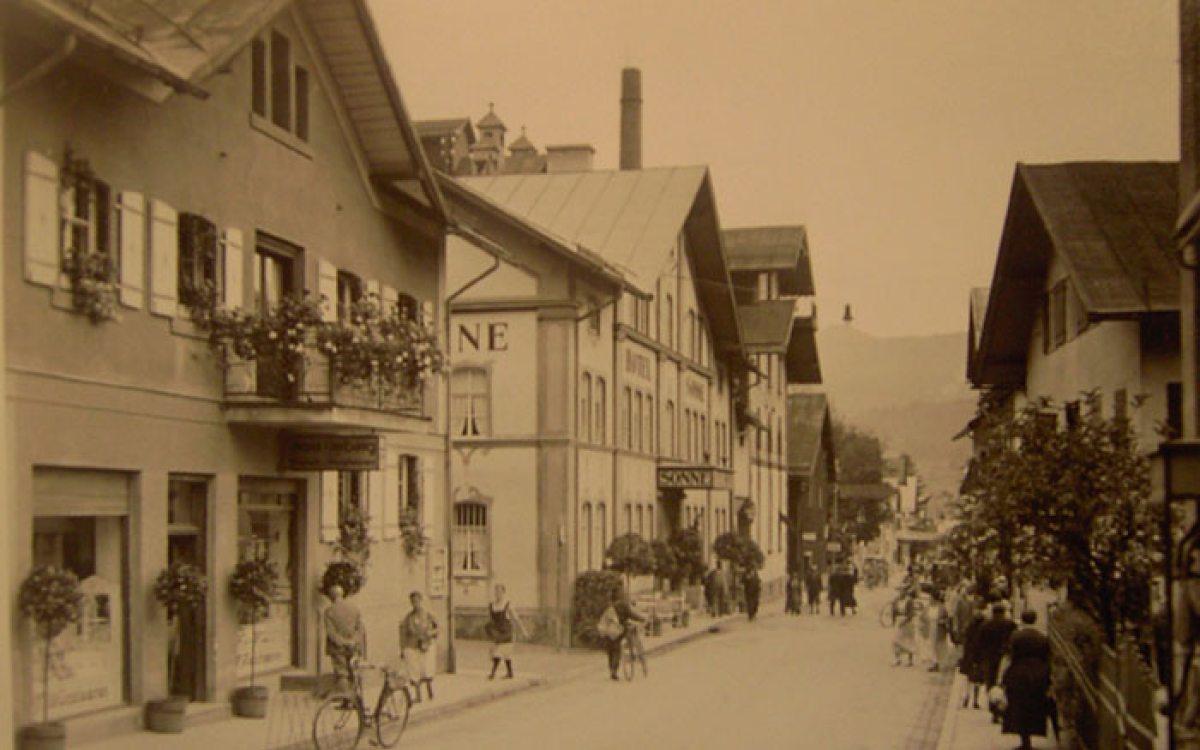 Weststrasse mit Hotel Sonne