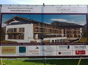 Baustellentafel neues Hotel Exquisit