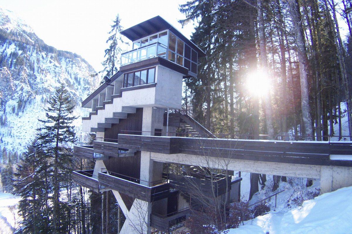 Wertungsrichter-Turm an der Skiflugschanze