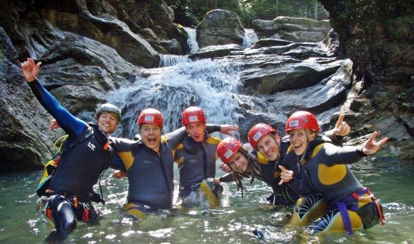 ICO Canyoning Gruppe vor Rutsche
