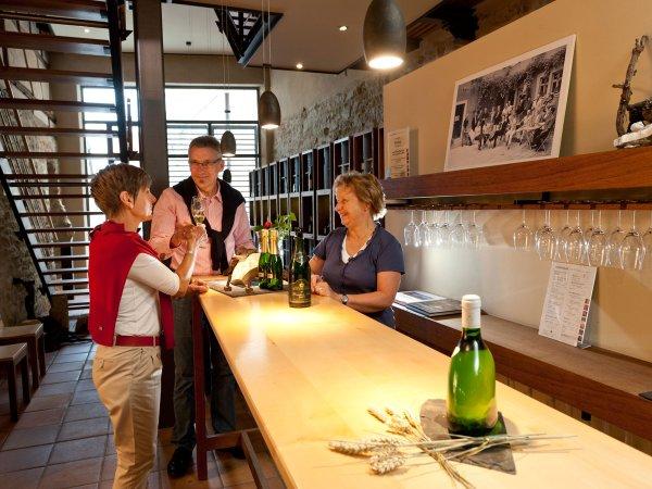 Weinprobe in der Vinothek