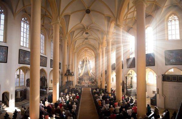 Innenraum der Stadtpfarrkirche St. Veit