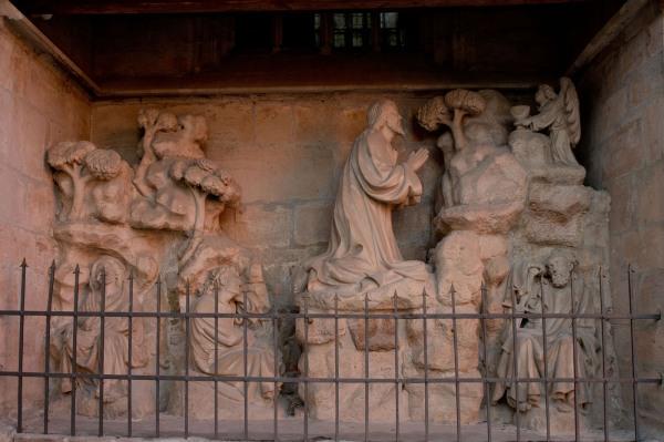 Relief an der Stadtpfarrkirche St. Veit