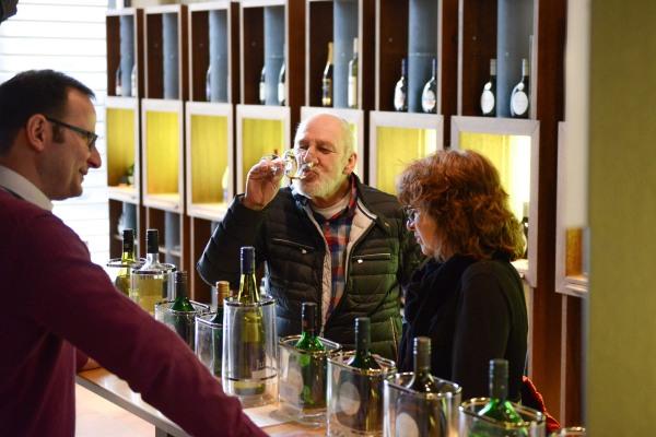 Weinverkostung in der Vinothek