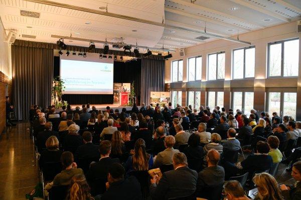 Jede Menge Besucher beim Fränkischen Weintourismus Symposium