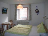 Doppelzimmer mit angrenzendem Zimmer