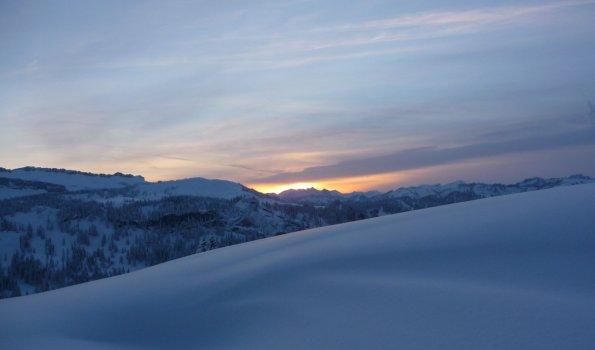 Eisiger Sonnenuntergang im Allgäu