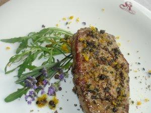 Steak mit Lavendel-Orangenmarinade