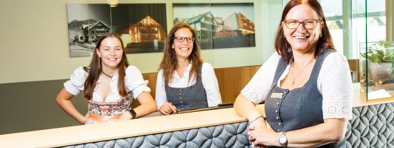 PriMa Mitarbeiter Rezeption Sonnenburg Alpenrose @Werner Krug (6)