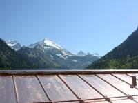 Kupferdach mit Schneefängern in der Birgsau bei Oberstdorf