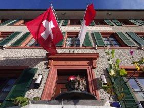 Eingangsbereich Restaurant Hotel Weisses Kreuz in Breitenbach