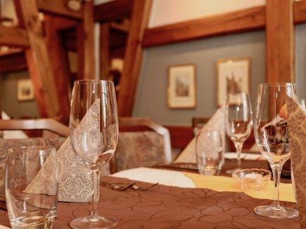 Eingedeckter Tisch im Restaurant Hotel Weisses Kreuz in Breitenbach
