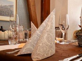 Gedeckter Tisch im Restaurant Hotel Weisses Kreuz in Breitenbach