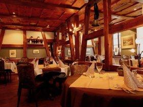 Gemütliche Gaststube im Restaurant Hotel Weisses Kreuz in Breitenbach