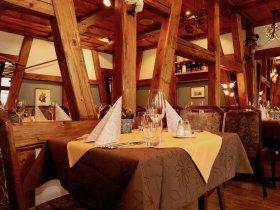 Im Gaststube im Restaurant Hotel Weisses Kreuz in Breitenbach