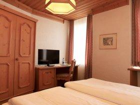 Zimmer Restaurant Hotel Weisses Kreuz in Breitenbach