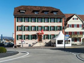 Das Hotel Weisses Kreuz in Breitenbach Aussenansicht
