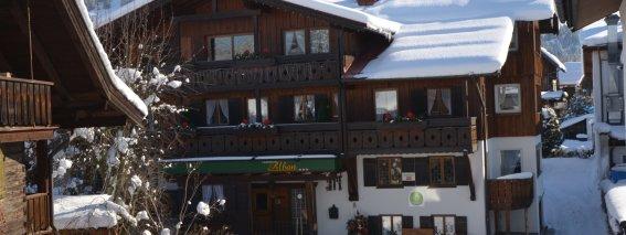 Vorderansicht Haus Winter