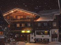 Vorderansicht Winter Nacht