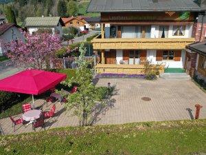 Haus im Frühling_2