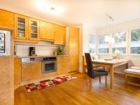 Wohnung am Fuggerpark - offene Küche mit Esserker -