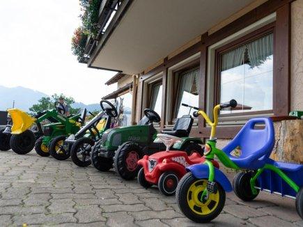 Große Auswahl an Kinder-Fahrzeugen