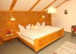 Urgemütlich im Schlafzimmer der Ferienwohnung Rubihorn