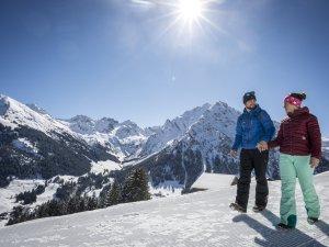 Winterwandern Hoehenweg Dominik Berchtold (c) - Kleinwalsertal Tourismus eGen Fotograf Dominik Berchtold