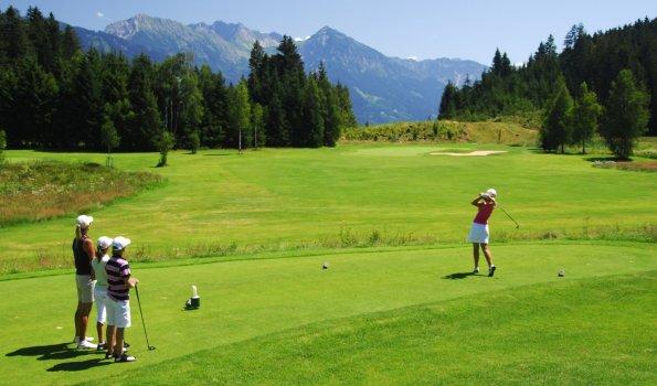 Golfspielen vorTraumkulisse