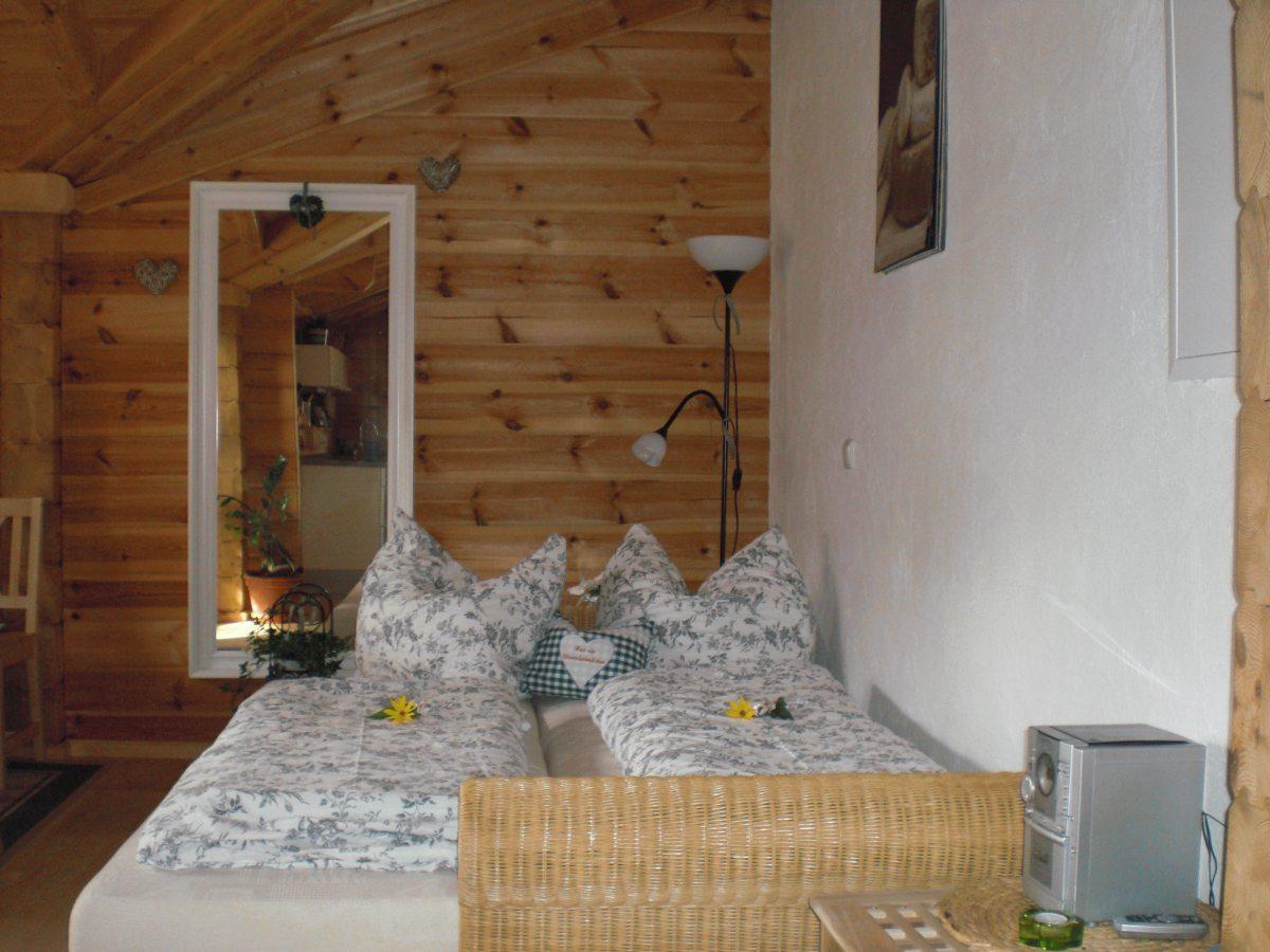 Doppelschlafcouch im Holzhaus