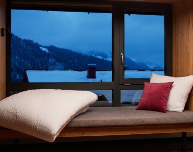 Die Vier - Bett am Fenster