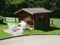 Gartenhaus mit Grillplatz