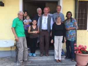 Helferkreis Asyl - Dr. Leopold Herz besucht Flüchtlingsunterkunft