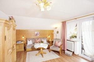 Wohnung 1 - Wohnzimmer mit Schlafcouch
