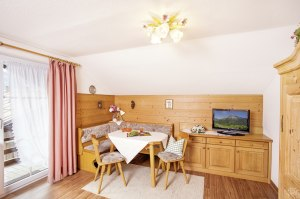 Wohnung 1 - Wohnzimmer Eckbank