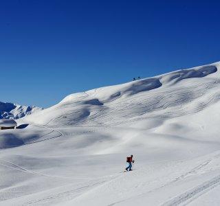 Skitouren St Antönien Hochfläche mit Almhütte