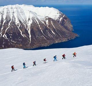 Skitouren Island Dalvik Gruppe im Aufstieg
