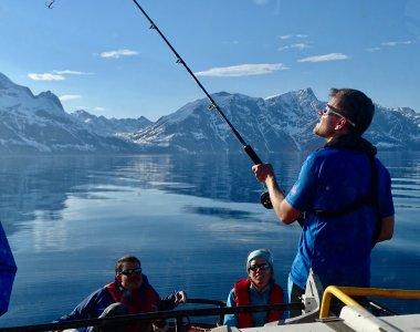 Auf der Rückfahrt über den Lyngenfjord von der Skitour am Tafeltinden