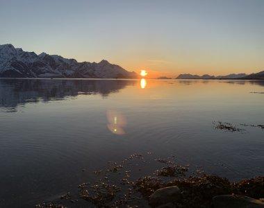 Lyngenfjord, Mitternachtssonne um Mitte Mai